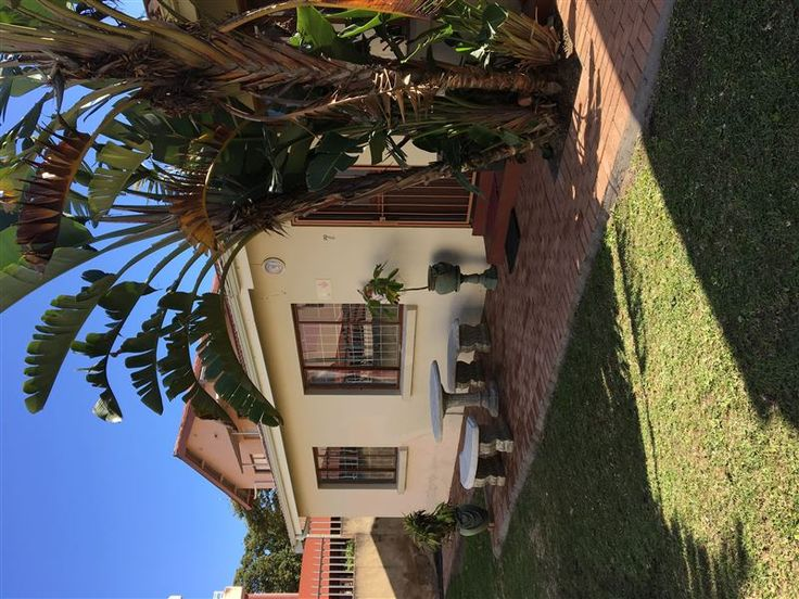 7 Uvongo Sands - 7 Uvongo Sands is a spacious free-standing holiday home, set within close walking distance from the very popular Uvongo Pebble Beach. The complex is ideally situated near to various shops, restaurants ... #weekendgetaways #margate #southcoast #southafrica