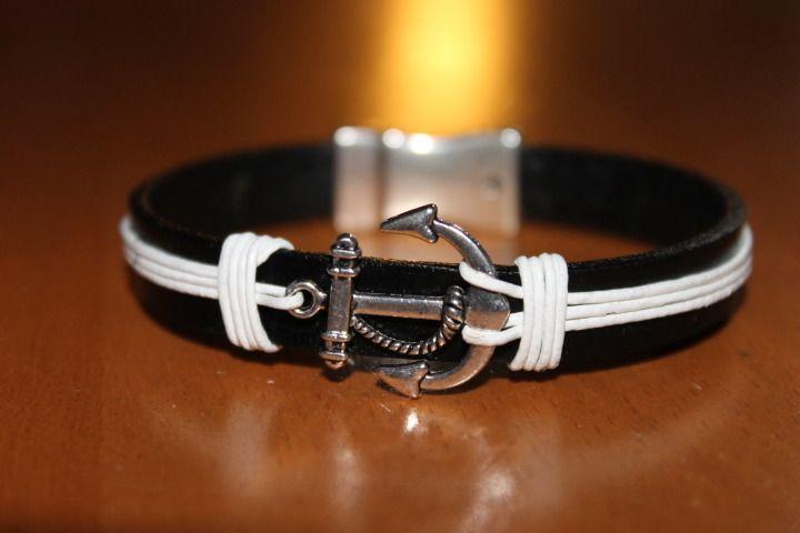 Bracelet en cuir rouge et blanc avec ancre marine fermoir aimanté