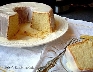 Southern Lemon Pound Cake with Fresh Lemon Glaze - a real fine taste for the hot summer ahead - fine textured lemon fruit base cake with a glaze that is thick and full of flavored sunshine