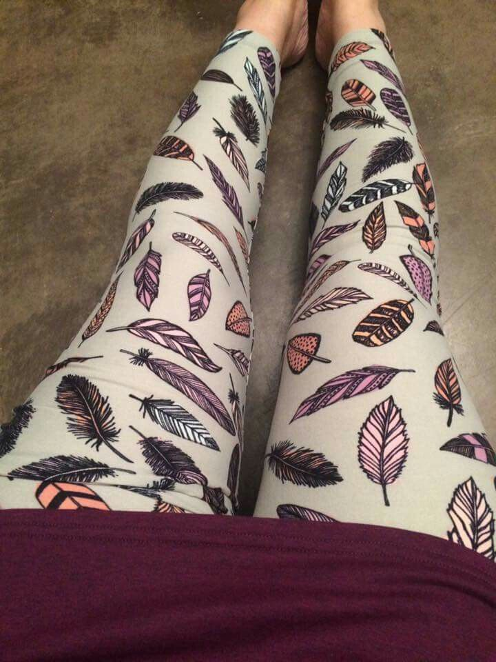 Gorgeous feather print lularoe leggings