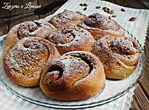 Torta di rose al pistacchio | ricetta golosa