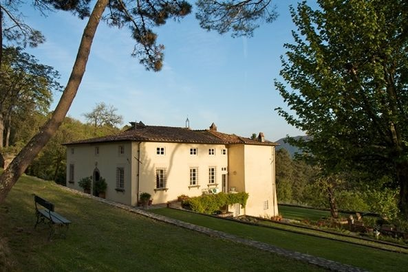Villa Benvenuti - the real-life place where Devon stays in Italy! Now running yoga retreats so you can stay there yourselves... and maybe meet your own Cesare...