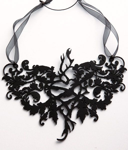 """Collana """"Arbol de Vida"""" realizzata in pelle nera spessore 2 mm e tagliata a laser, Ispirata all'opera e al mood di Frida Khalo, chiusura in filo di organza"""