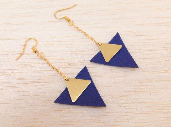 Boucles d'oreilles cuir triangles doré bleu en cuir par Aikabijoux