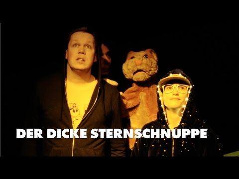 DER DICKE STERNSCHNUPPE  Theater Osnabrück  DER DICKE STERNSCHNUPPE Julia Penner 2. Preisträgerin des 2. Osnabrücker Dramatikerpreises / Uraufführung - Inhalt - Wer eine Sternschnuppe sieht darf sich etwas wünschen. Vielleicht wird so auch eigentlich Unmögliches wahr! Das hofft zumindest der kleine Rudy als er sich eines Nachts von zu Hause fortstiehlt. Er möchte nichts mehr als dass seine Mama die vor kurzem gestorben ist wieder zu ihm zurückkommt. Begleitet wird er von seinem besten Freund…