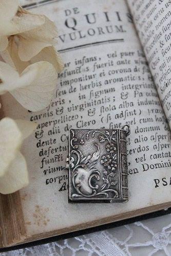 「1900-フランスアンティーク小さなフォトアルバムペンダント」 ココン・フワット Coconfouato [アンティーク&雑貨] アンティークジュエリー…