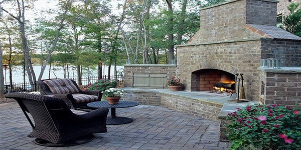 Magnificent Dramatic Outdoor Fireplace Design