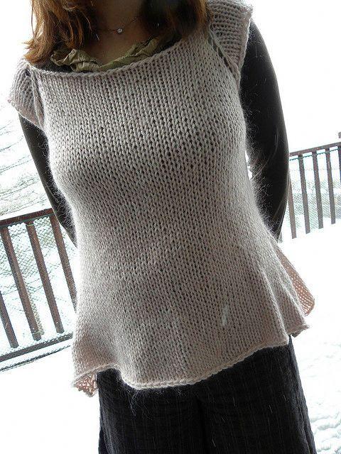 Il procedimento per realizzare a maglia un bellissimo capo da indossare sopra a una camicia... pronte a lavorare ai ferri con Emma Fassio?