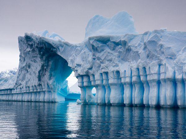 Impresionante imagen de iceberg en la Antártida: el portal mágico del Polo Sur