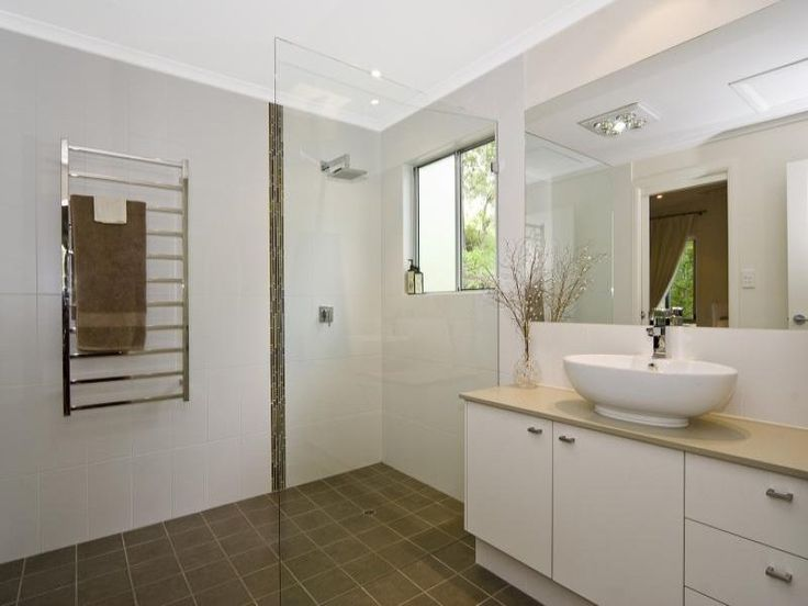 Contemporary bathroom with natural colours | Tru-Built Builders Queensland
