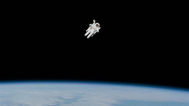 Murió el primer astronauta que flotó libremente en el espacio