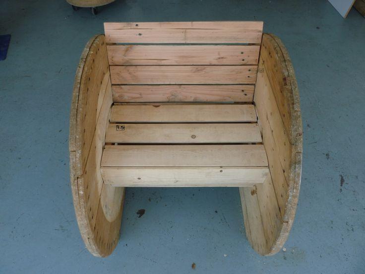 les 25 meilleures id es de la cat gorie chaise de bobine sur pinterest chaise dossier. Black Bedroom Furniture Sets. Home Design Ideas