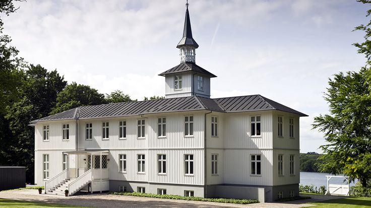 Galleri DGV i Svendborg med dejlig kunst og med fantastisk udsigt over Svendborgsund.