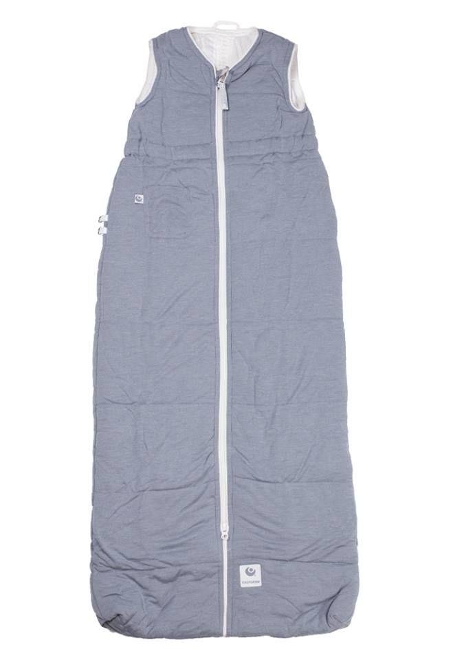 Nattpose 1-3 år EasyGrow med seler Grå Nattposen er beregnet tilaldersgruppe 1-3 år Nattposen er 100 cm lang Nattposen er tilpasset 5 punktsele slik at den kan benyttes også i bilsete og vogn