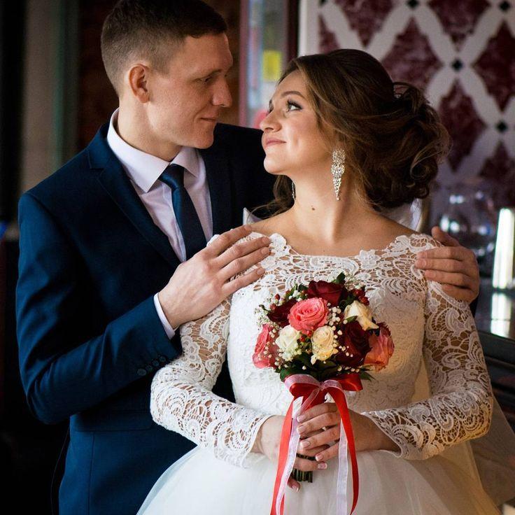 Свадебная пора в самом разгаре����И у нас самые красивые невесты��Приходите и вы за букетом для своего торжества #wedding #rose #omsk #pic #people #artflower  #spring #siberia #suprise #follow4follow #fun #good #justmarried #like #love #likeflowers #creative #colors #new #mood #цветывомске #цветы #подарки #букетневесты http://gelinshop.com/ipost/1522285122996695483/?code=BUgPkEDFHG7