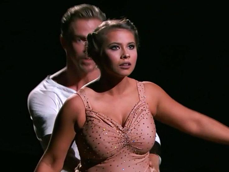 VIDEO: Bindi Irwin Delivers First Perfect 10 on DWTS with Stunning Tribute to Late Father Steve Irwin http://www.people.com/article/dancing-stars-bindi-irwin-steve-irwin-tribute