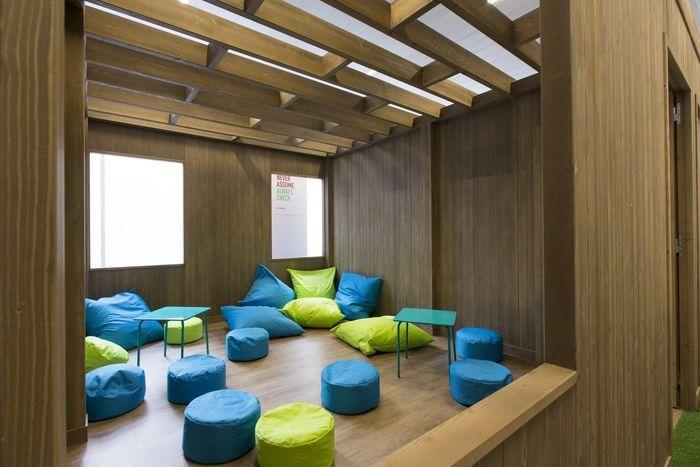 les 25 meilleures id es de la cat gorie espace collaboratif sur pinterest espace de coworking. Black Bedroom Furniture Sets. Home Design Ideas