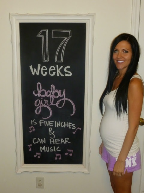 Weekly photos of pregnancy @17 weeks