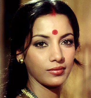 70's Bollywood Beauty Shabana Azmi making her debut in Ankur (1972) http://www.lisaeldridge.com/video/25895/100-years-of-bollywood-modern-day-devdas-inspired-makeup-look/ #Makeup #Beauty #Bollywood
