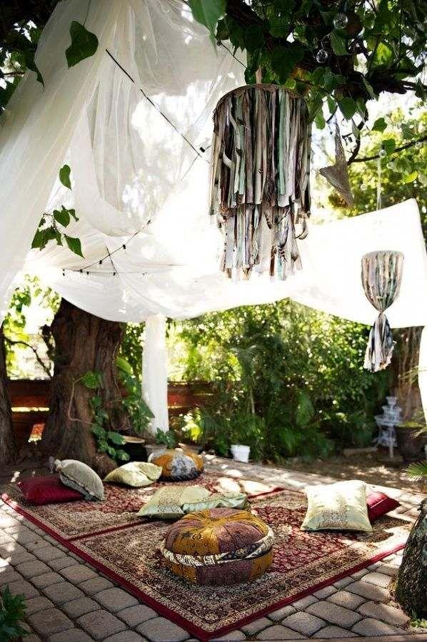 Decoration terrasse style boh%c3%a8me tapis motifs coussins