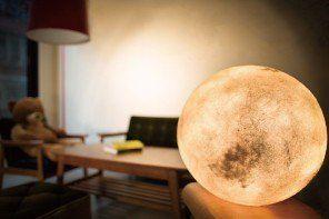 Luna: το φεγγάρι στο δωμάτιό σου ως φωτιστικό