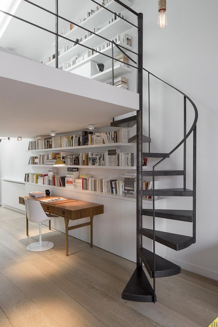 Duplex paris escalier en colima on en m tal par for Architecture mezzanine