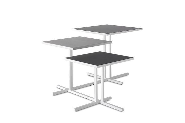 Funzionalità ed eleganza è il mix che regola la progettazione di ogni tavolino della collezione MDF Italia. Scoprine tutte le qualità.