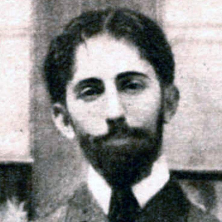 Un biografia muy breve de la vida del autor de El Hijo, Horacia Quiroga. Explica un poco su estilo y sus influencas.