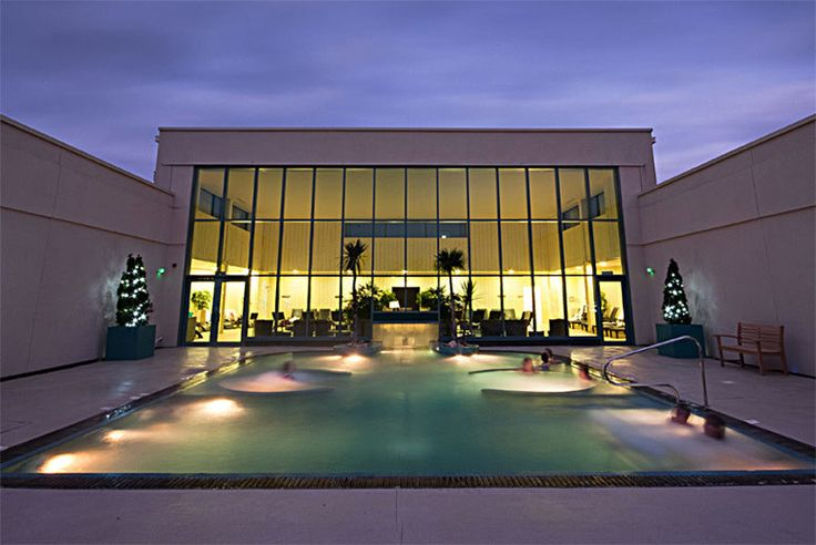 Discount Deluxe 4* Worcestershire Spa Stay with Breakfast @ The Malvern for just £139.00 Enjoy a luxury overnight spa break for two people at The Malvern.  Make use of the amazing spa facilities including their amazing indoor-outdoor pool!  Wake in the morning to a delicious full English breakfast.  Stay overnight in an Italian style double or twin en-suite room with Wi-Fi access, TV and...