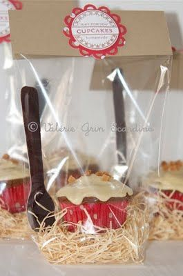 Cute Way to Gift Cupcakes!