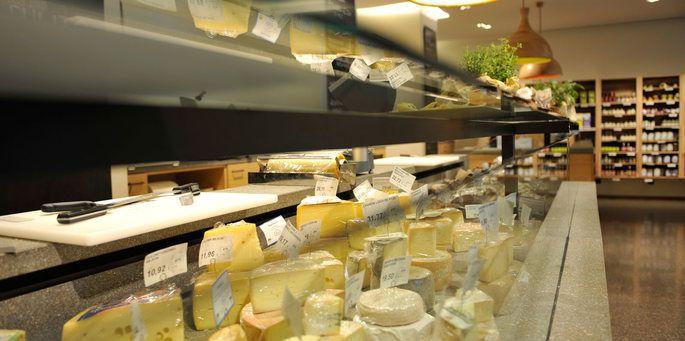 - 2.000 Bauernprodukte und Weine aus Südtirol - Bistro und Weinbar mit biologischen und saisonalen Köstlichkeiten I - 39012 Meran Freiheitsstr. 35 T ...
