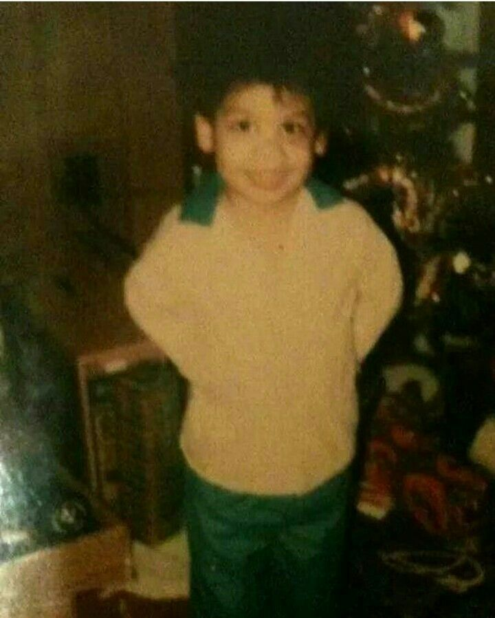 Very rare pic of Prince as little boy. He is suppose to be around six or seven, notice the Christmas tree in the background. He was always a cutie pie! ;)