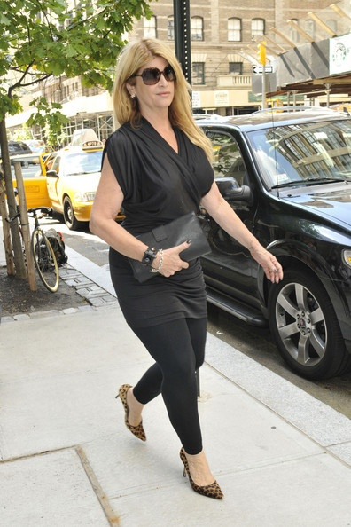 Kirstie Alley Photo - Kirstie Alley at a SoHo Apartment Great leopard shoes animal print