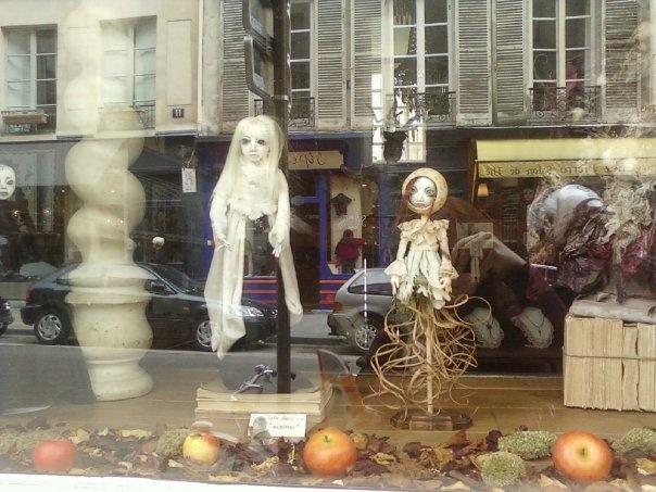 A shop windows near Saint_Paul