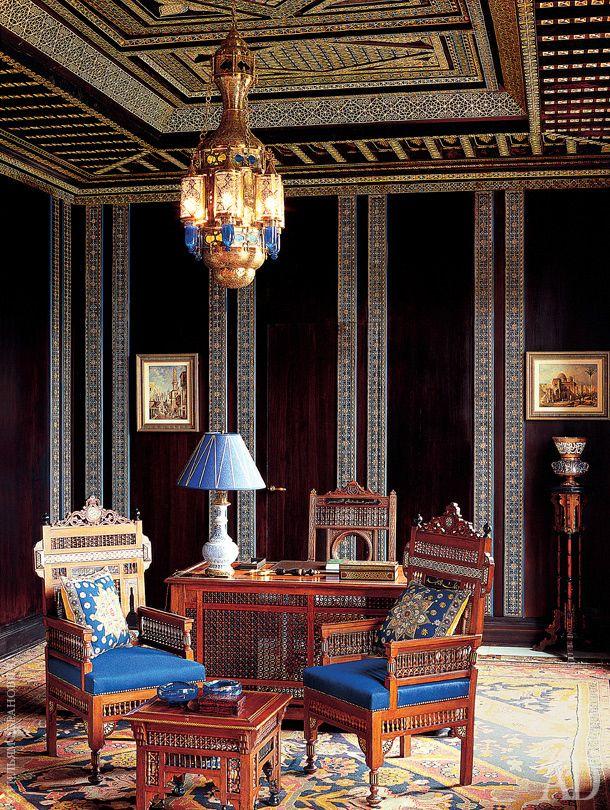 Французский дизайнер Альберто Пинто, детство которого прошло в Касабланке, оформил виллу в древней пальмовой роще на окраине Марракеша.