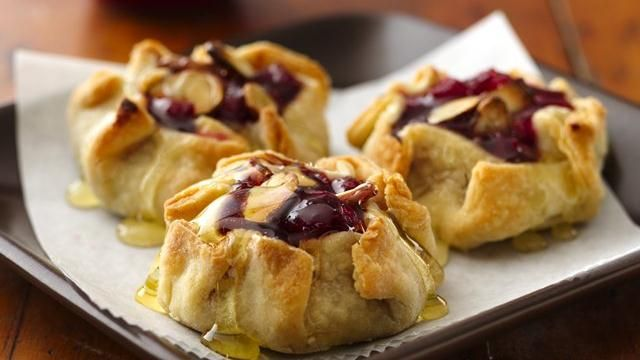 Mini Honey-Almond Cranberry Crostatas Recipe: Desserts, Minis Honey Almonds, Honeyalmond Cranberries, Honey Almonds Cranberries, Feet, Yummy, Minis Honeyalmond, Favorite Recipes, Cranberries Crostata