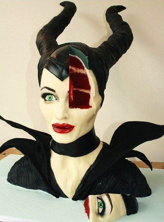 """Eat Angelina Jolie's Face With This Crazy """"Maleficent"""" Cake"""