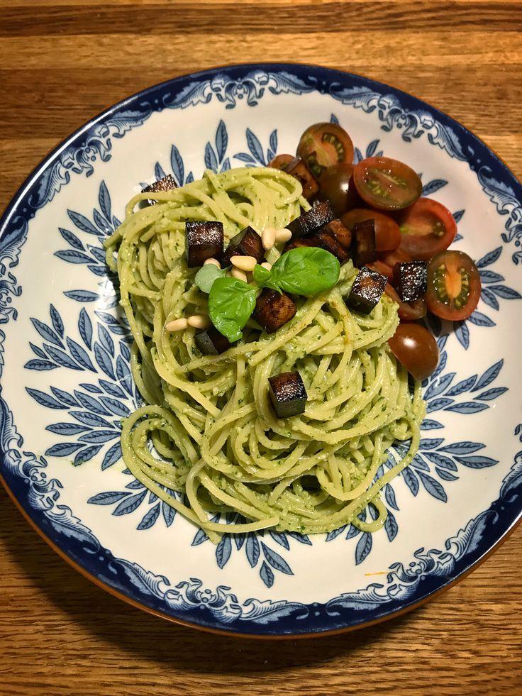 Vegansk Pasta Pesto | Jävligt gott - vegetarisk mat och vegetariska recept för alla, lagad enkelt och jävligt gott.