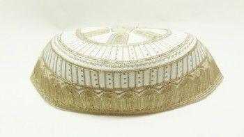 Taqiyah islamico masculino com bordado em dourado