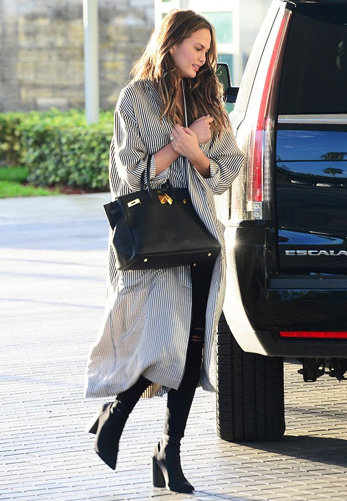 Chrissy Teigen's latest skinny jeans outfit idea is so chic and effortless. See what the one piece you need is, here.
