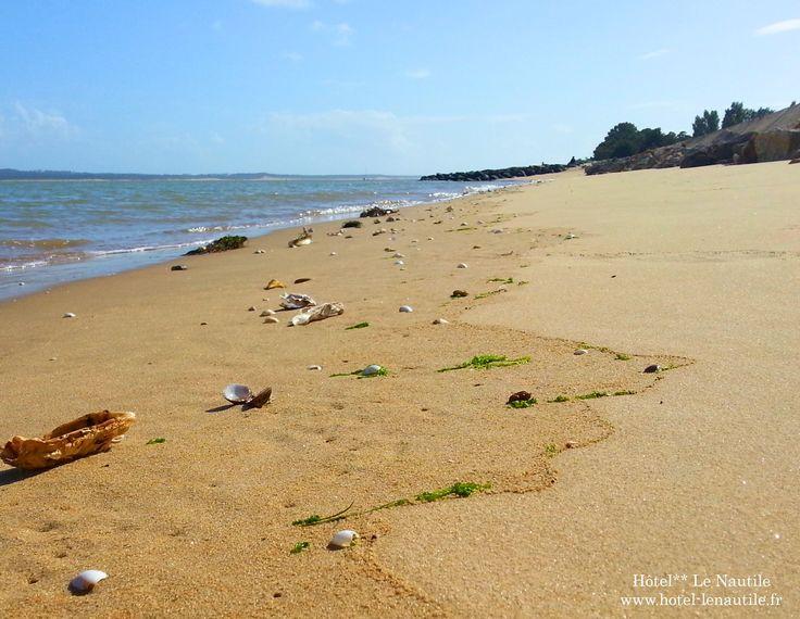 Petite plage de Saint Trojan Les Bains à 200 mètres de l'hôtel. www.hotel-lenautile.fr