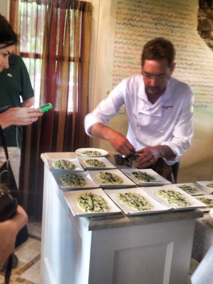 Marco Rossi -La Mugnaia di Ivrea - prepara un risotto nella Vigna del Belvedere #showcooking #socialfoodewine