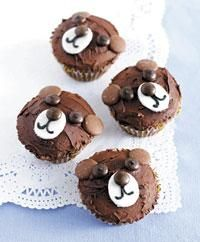 cute teddy bear cupcakes using chocolate buttons and chocolate m&m's. Looks easy peasy!