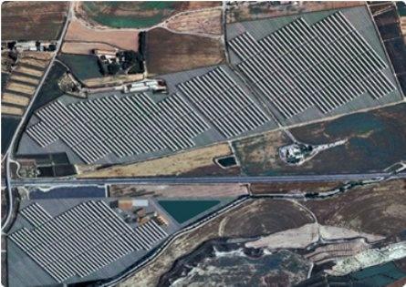 Vista-aerea-de-la-planta-de-energia-alternativa-hibrida-biomasa-y-solar-termica-Termosolar-Borges