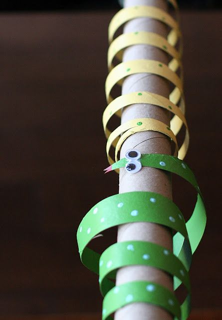 kids crafts - toilet paper roll snakes -- Rattlesnakes!