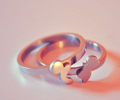 This Mickey puzzle-ring is so cute (great link for tons of fun Disney products and photos!!!)!