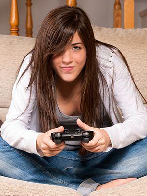 girl-playing-video-game.jpg (300×399)