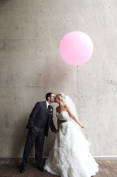 Pinky! Balloons: inspiration for portrait photography, engagements, weddings, parties + event design.