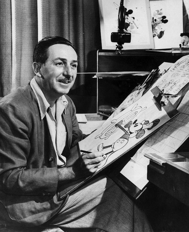 Walt Disney - foi um produtor cinematográfico, cineasta, diretor, roteirista, dublador, animador, empreendedor, filantropo e co-fundador da The Walt Disney Company.