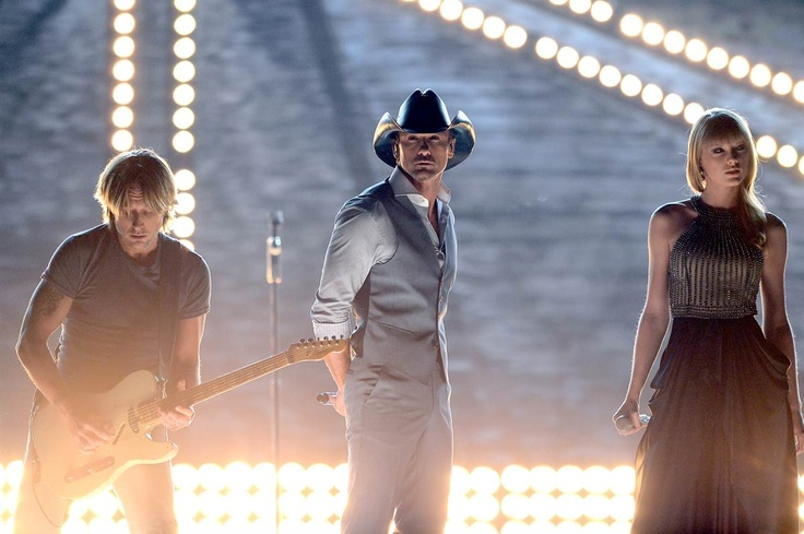 """Keith Urban, Tim McGraw and Taylor Swift perform """"Highway Don't Care."""" (Photo: Ethan Miller / Getty Images) #ACMs"""